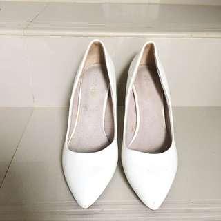 Heels Kaca In White