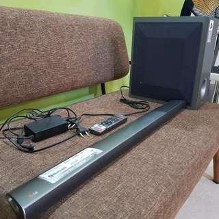 LG Soundbar w/ wireless Subwoffer