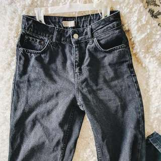 BLACK TOPSHOP MOM JEANS SIZE 25