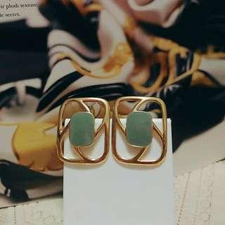 Monet 瓷釉方形耳環 夾式