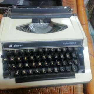 二手打字機∼功能正常
