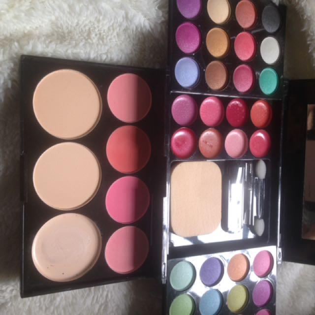 24 colours eyeshadow