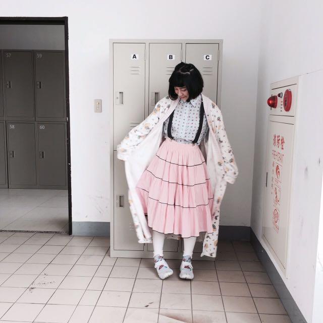 女孩別哭粉色蛋糕裙