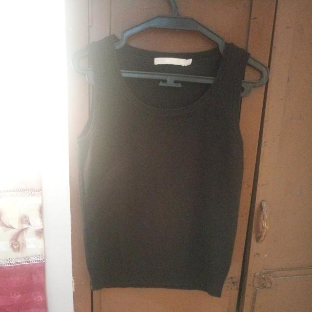 Black Knitted Sleeveless