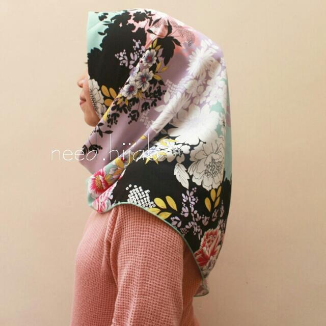 Hijab Square Motif Premium Silk Monalissa