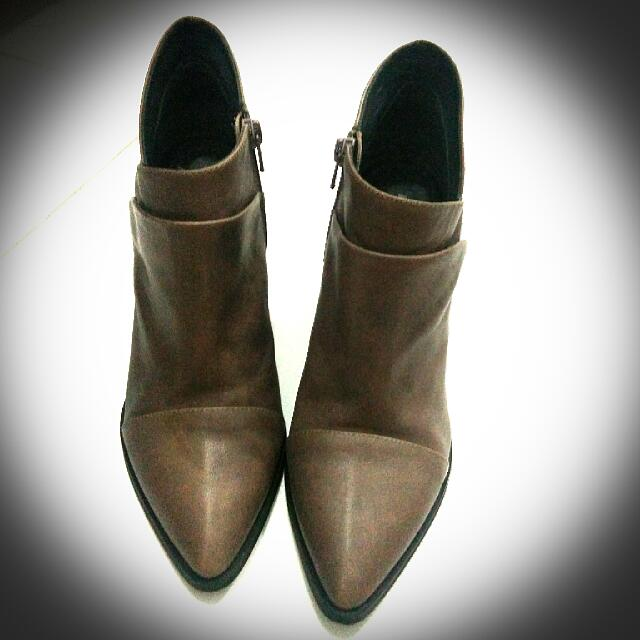 House of Avenues Boots