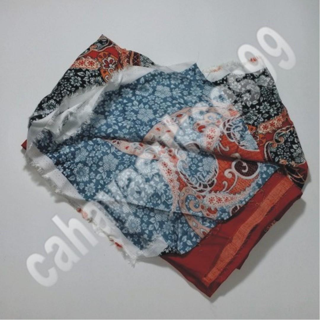 Kain Bahan Rayon Warna Orange Tua Motif Batik Ukuran 140cm x 120cm  Kode Produk No. 106