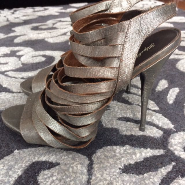 New Elizabeth And James Strappy Sandals
