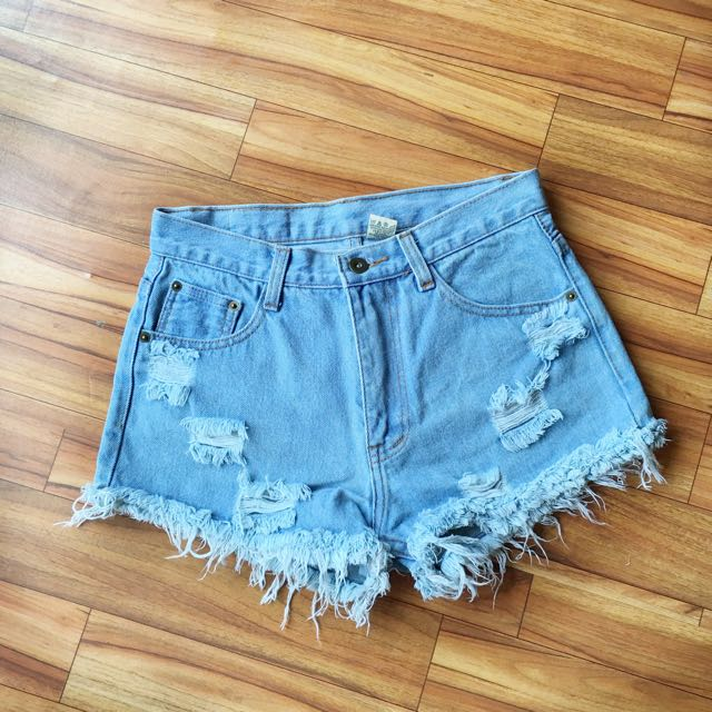 Ripped Highwaisted Short Jeans