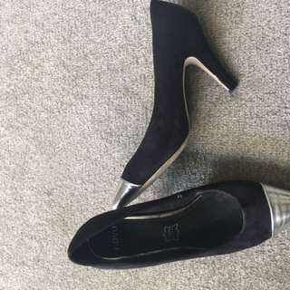 Novo Black Heels with Silver tip