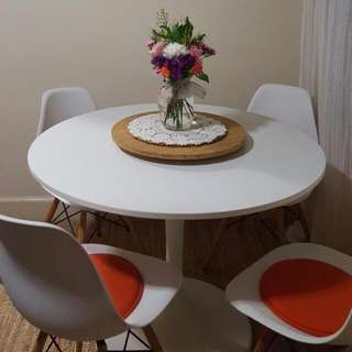 Tulip Table With 4 Chairs