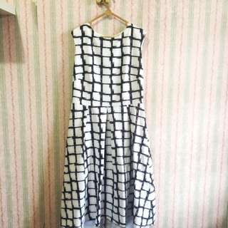 Dress Gaun Hitam Putih Monochrome