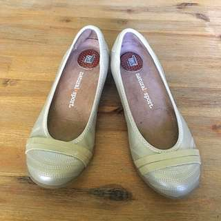 Casual Flats Size 39