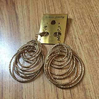 Fashion Dangling Gold Earrings