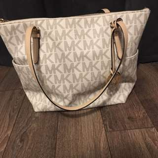 Michael Kors Jet Set Large Zip Tote