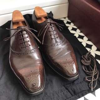 Saphir Shoeshine & Leather Restoration Service