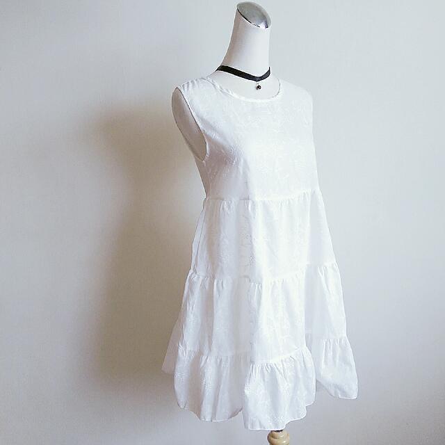 【任選3件500】白色清新風格花草刺繡背心洋裝