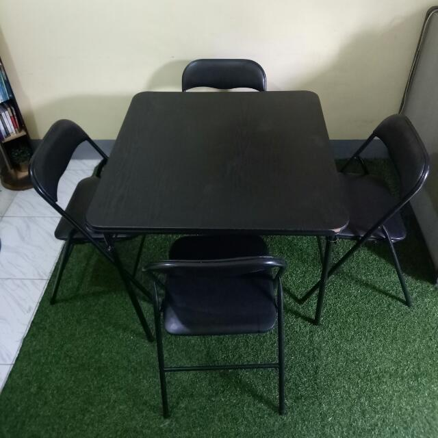 Dining Table (foldable, 4 Seaters)