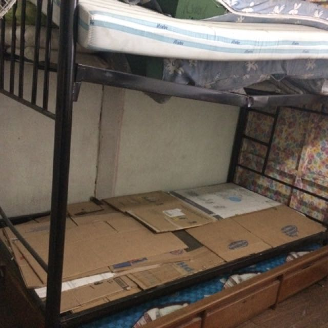 Double Deck Frame + Used Mattress