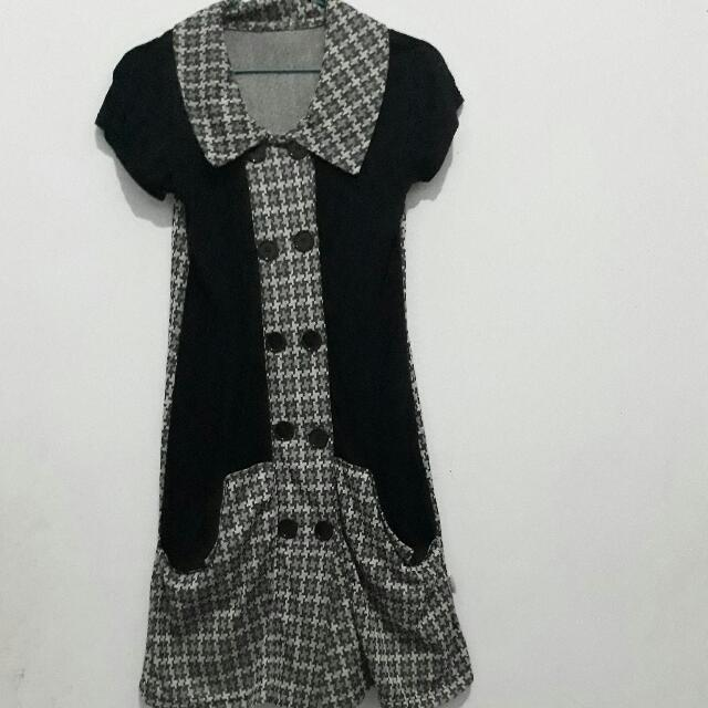 Dress Hitam Kancing