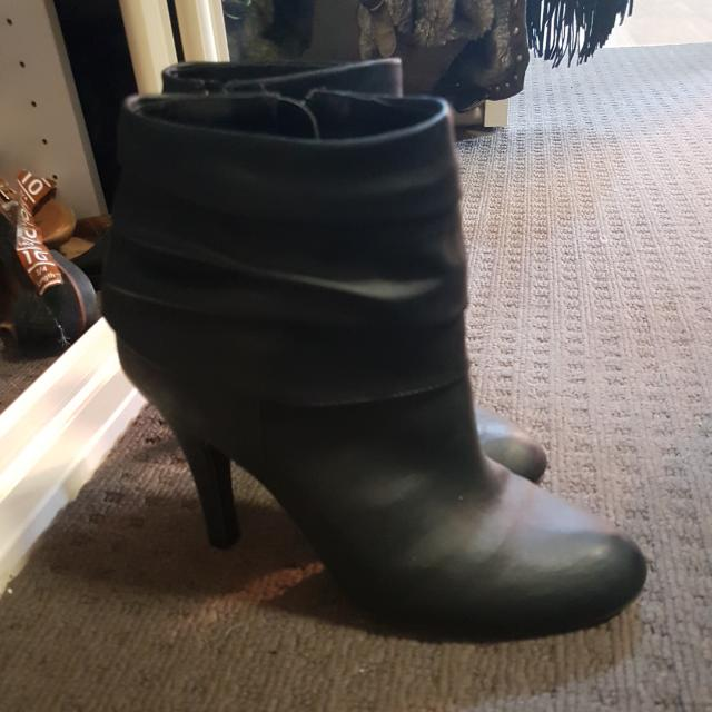 Fiomi Black Heeled Boots Size 9