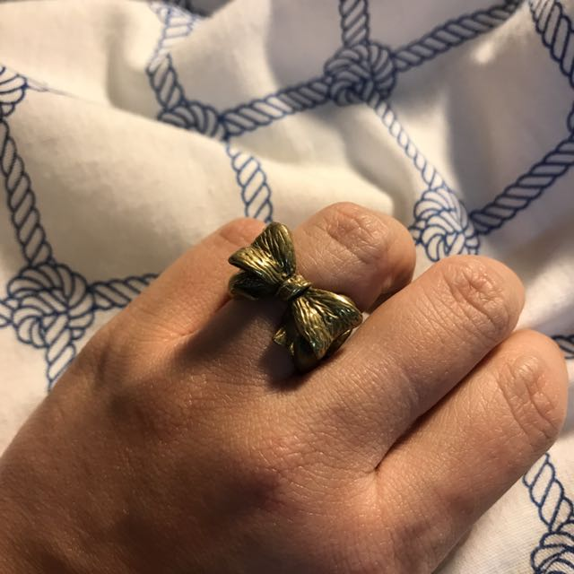 Gold Bow Chain Ring