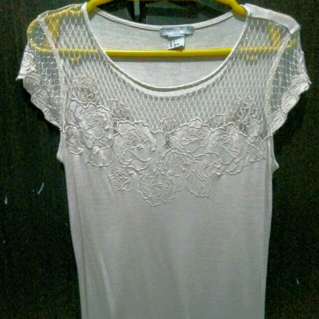 H&M blouse with design