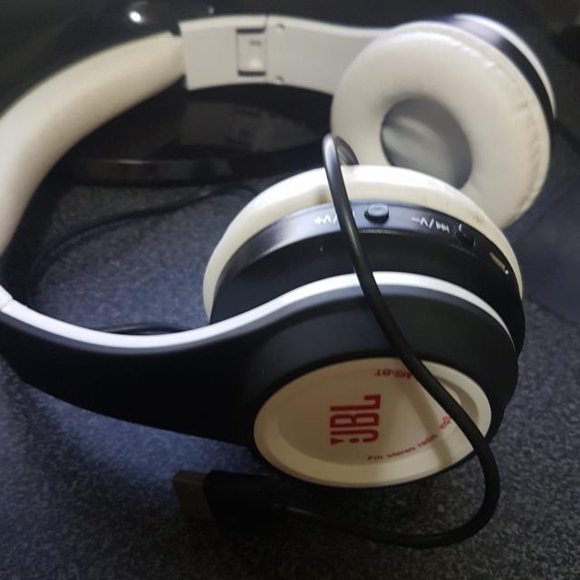 JBL Bluetooth Headphones Class A