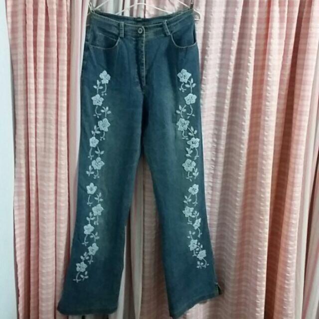 伊蕾名店手工綴珠M號牛仔褲 原價忘了 兩千多吧! 綴珠都完整  優雅貴氣款