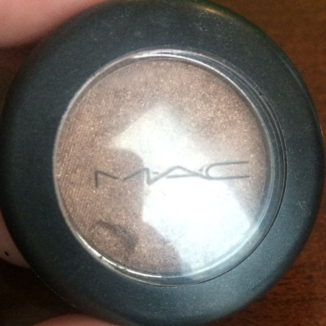 MAC Mulch (velvet) Eyeshadow