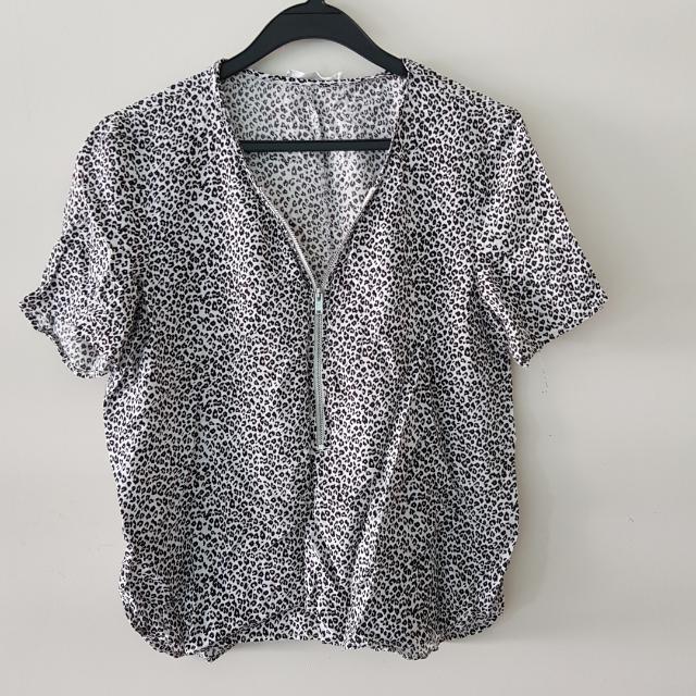 a0a12c4cd5 Mango Leopard Print Zip Front Blouse