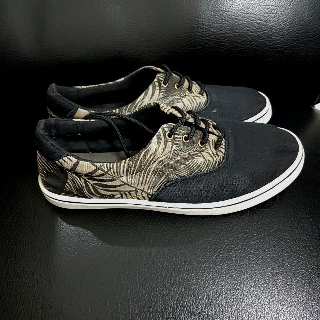 Essential Sneakers Men's Sneakers ( Sepatu Sneakers)