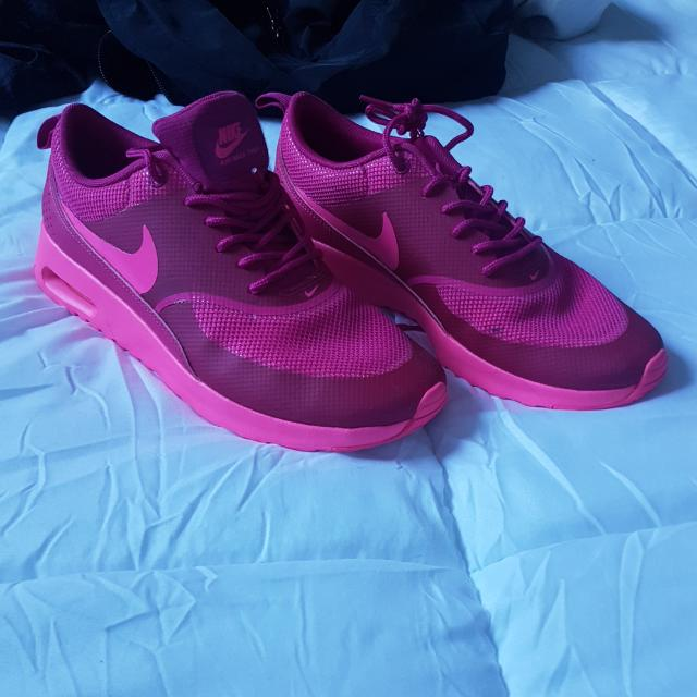 PINK NIKES WORN ONCE SIZE 9.5
