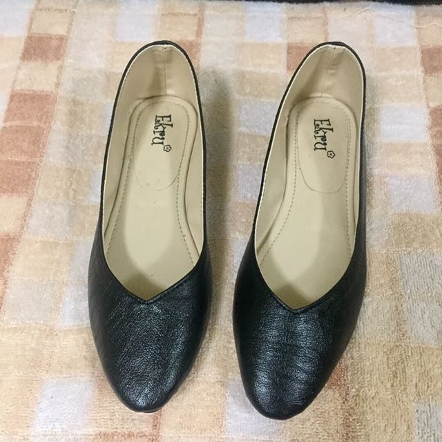 Pointed Vcut Flat Shoes