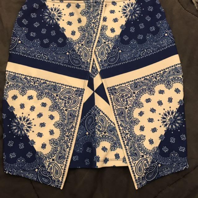 Printed blue skirt