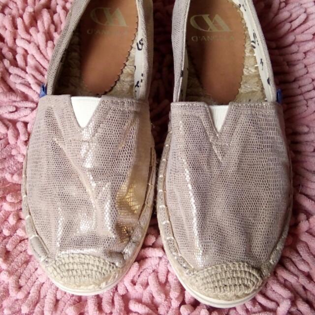 Sepatu D'Angela