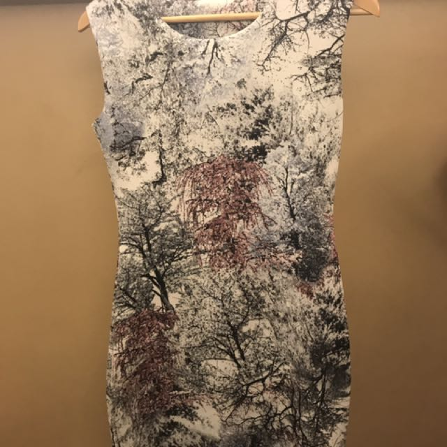 Stretchable printed dress