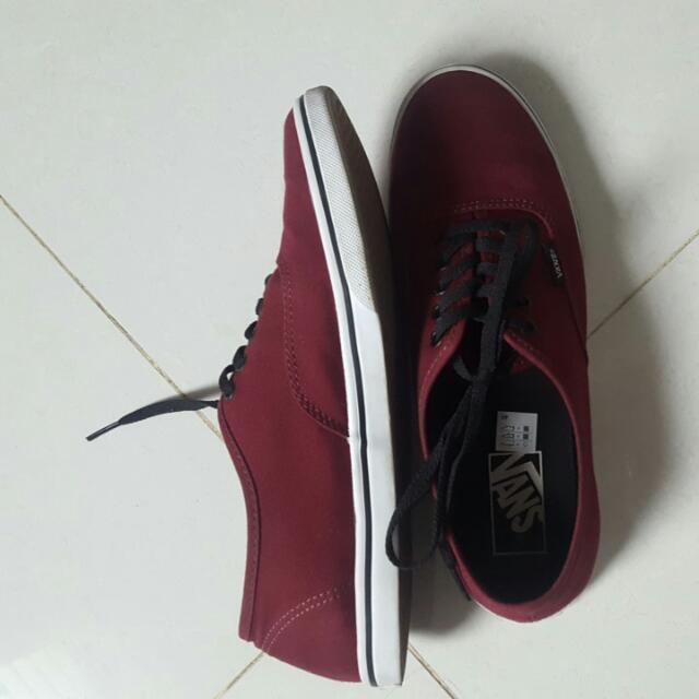 Vans authentic Lo Pro women round toe canvas maroon sneakers