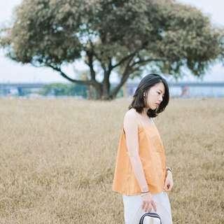 芥黃色平領上衣