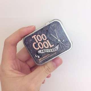 Too Cool For School 眼影 美術課煙燻隨身盤