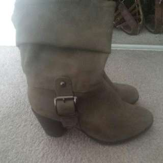 Beige Boot Size 6