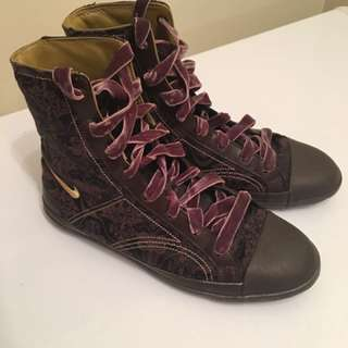 Authentic Nike High-top Sneaker