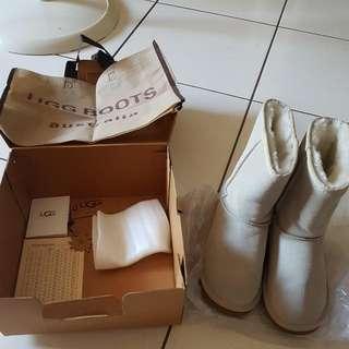 UGG 雪靴