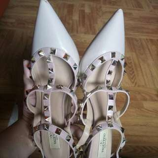 Aunthentic Valentino rockstuds shoes