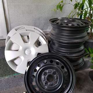 Suzuki Celerio 15inch Stock rims and 14.5 hubcap