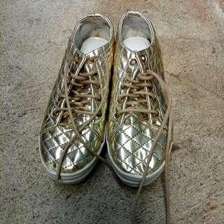 Sneaker Gold (tali dari Kulit)