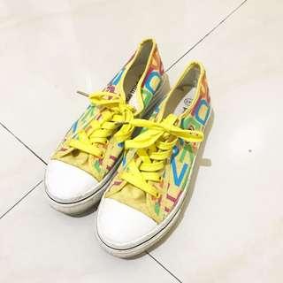 Sepatu Kets Kuning