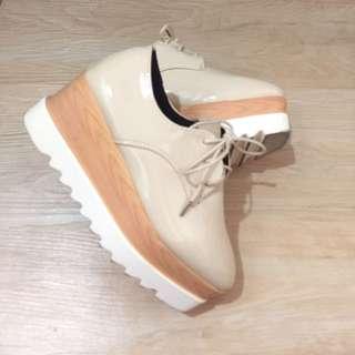 杏色厚底鞋