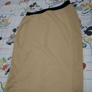 Oxygen beige pencil skirt