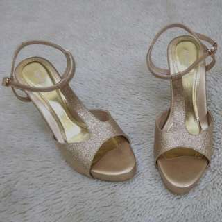 ABSOLUTeE T STRAP HEELS